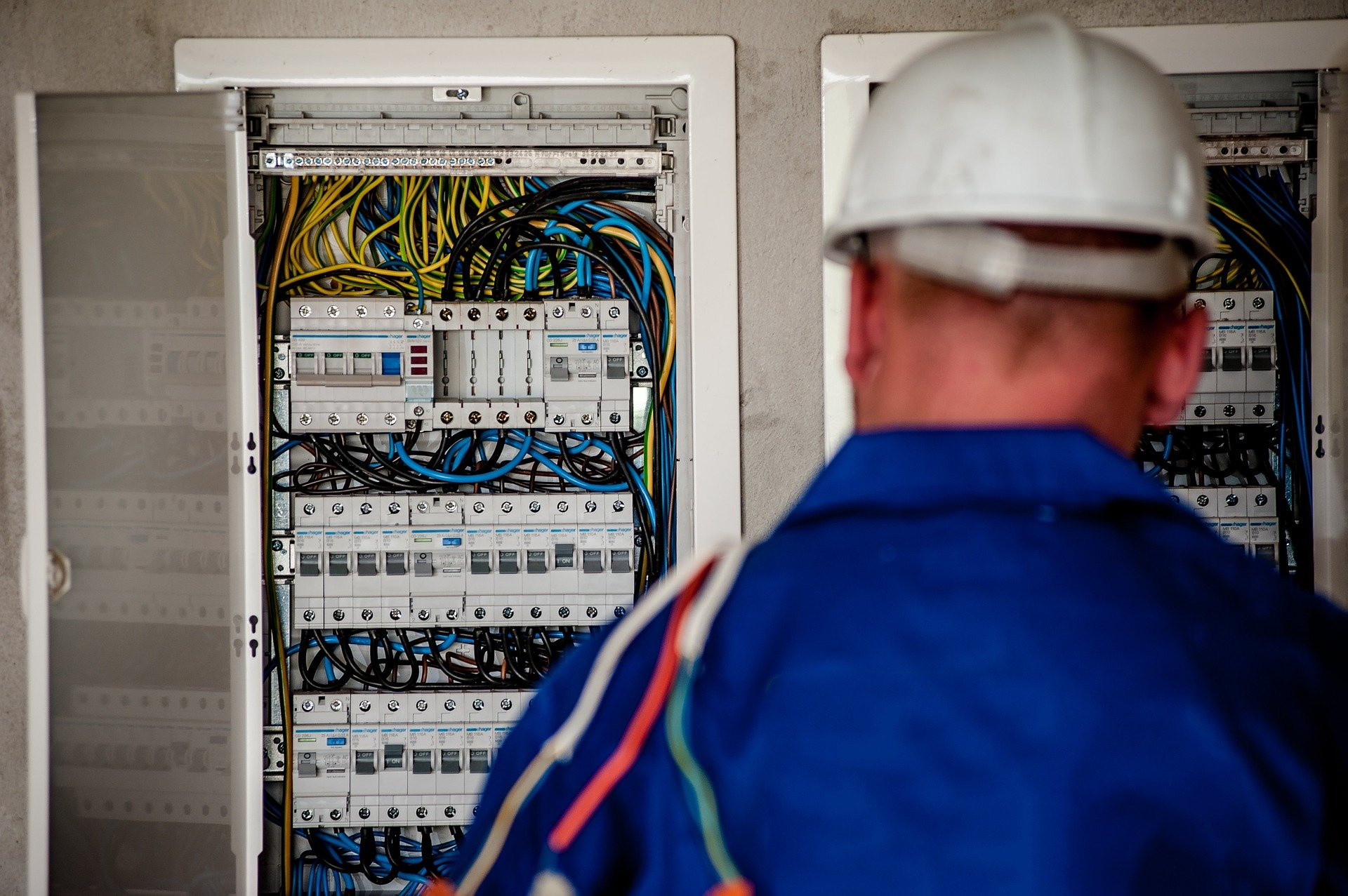 遠隔作業支援・遠隔管理・遠隔観察を安価に提供